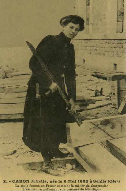 Here, Juliette demonstrates the use of the bisaigue, the traditional mortising tool that is emblematic of French Carpenters